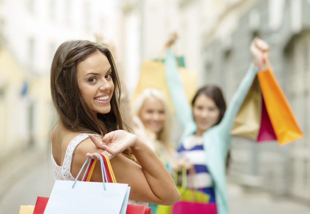 young_attractive_women_shopping